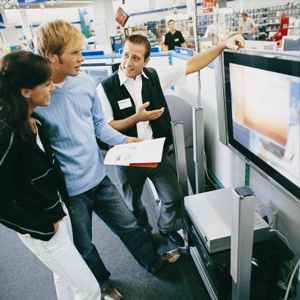 Retail clerks need to emphasize good customer service skills in their resumes.